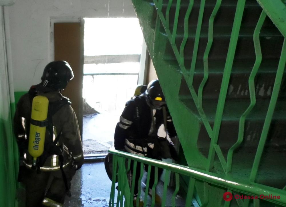 В Одессе тушили пожар в многоэтажке