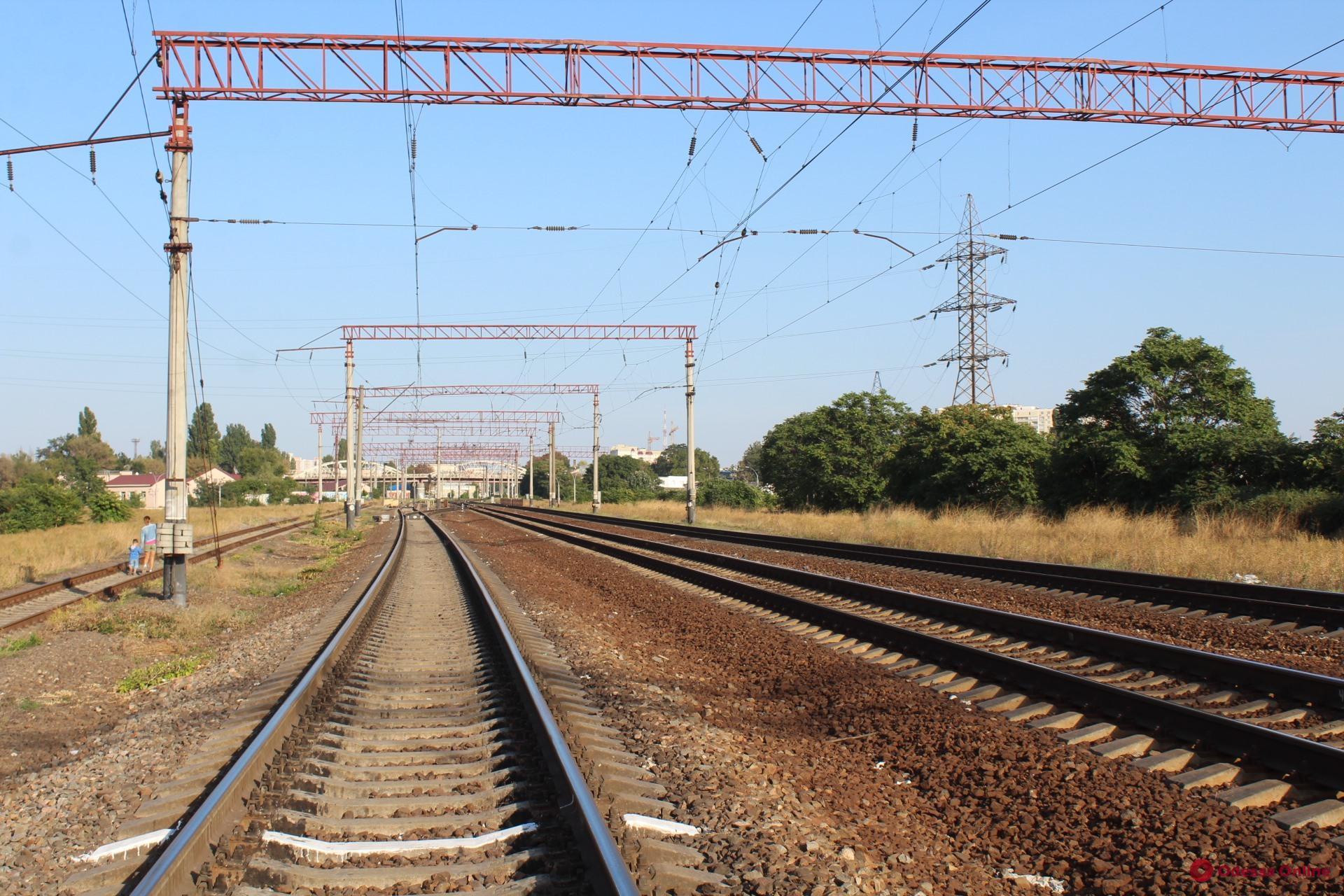 В Одесской области ночью поезд насмерть сбил 18-летнего парня