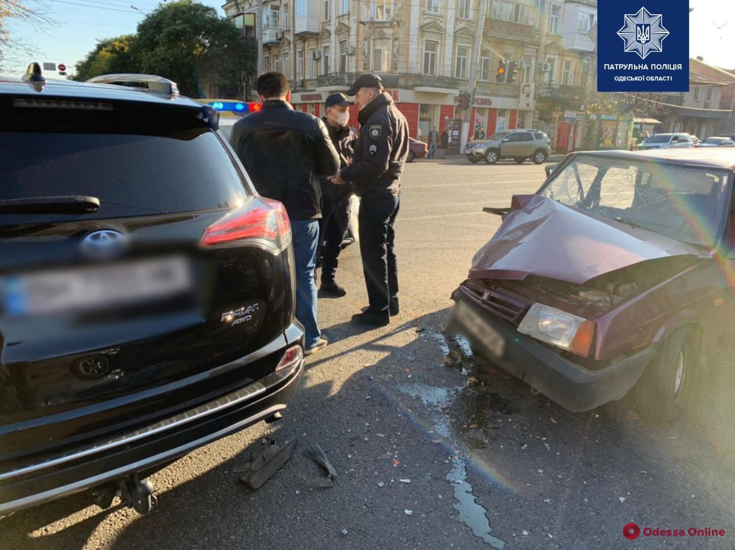На углу Прохоровской и Мясоедовской произошло ДТП с пострадавшей