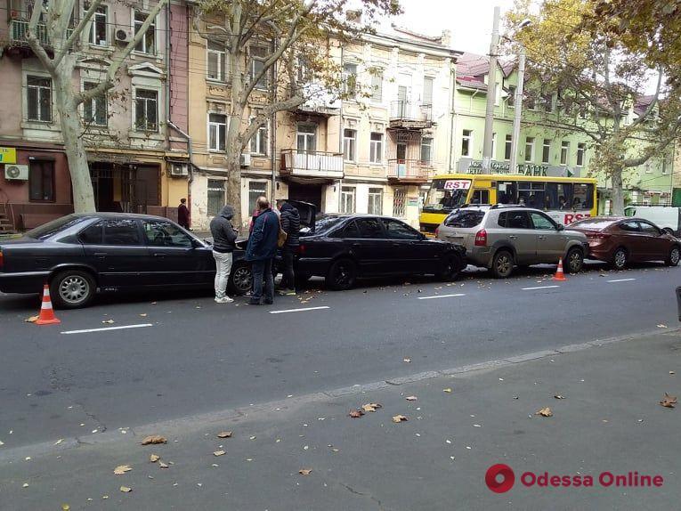На Богдана Хмельницкого четыре авто встали «паровозиком»