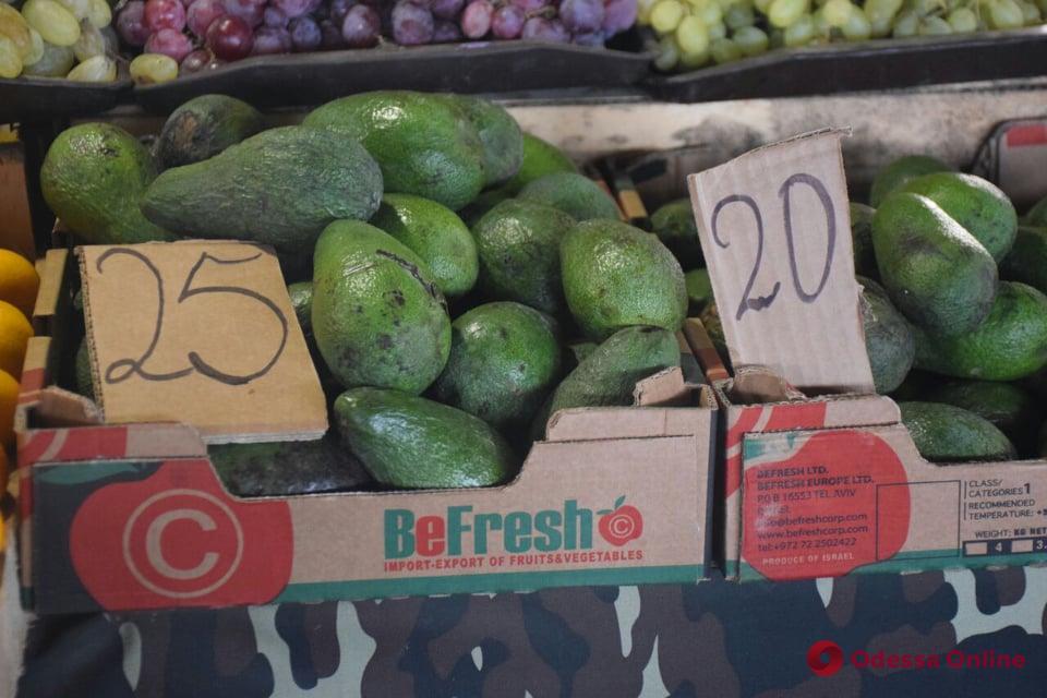 Орехи, чеснок и бычки: воскресные цены на одесском «Привозе»