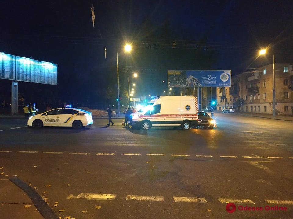 В Одессе BMW врезался в машину скорой помощи