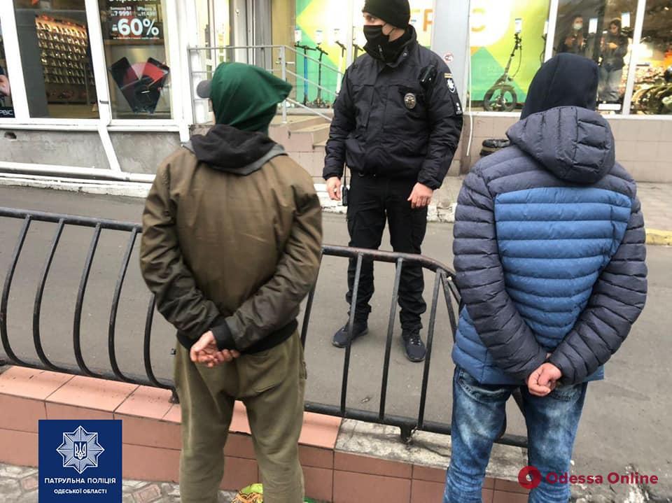В районе «Привоза» поймали двух грабителей (фото)