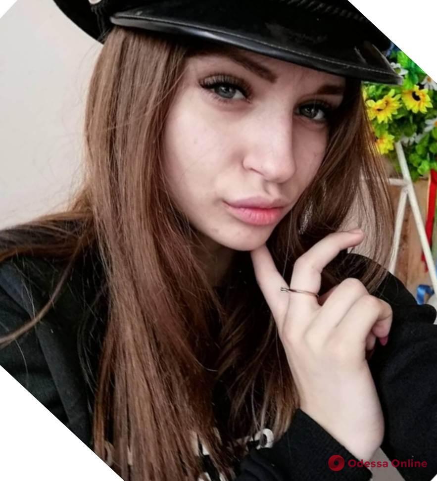 Уехала в Одессу и не вернулась: полиция ищет 17-летнюю жительницу Усатово (обновлено)