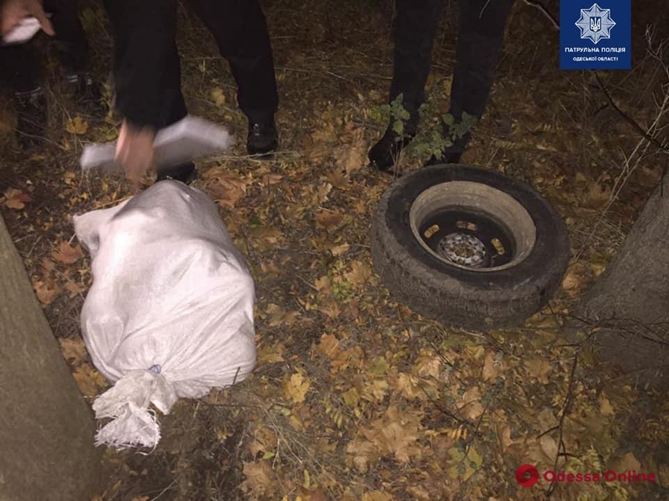«Разувал» машину: в Одессе на горячем поймали автовора (фото)
