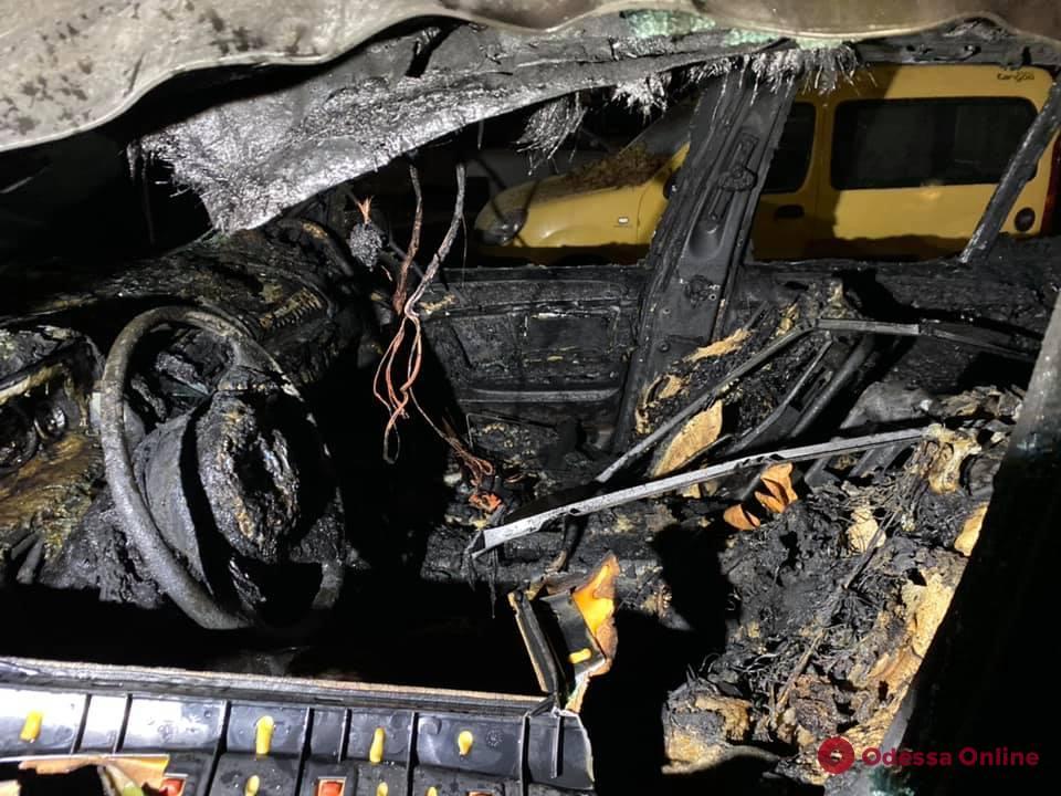 Полиция расследует обстоятельства поджога авто одесского активиста