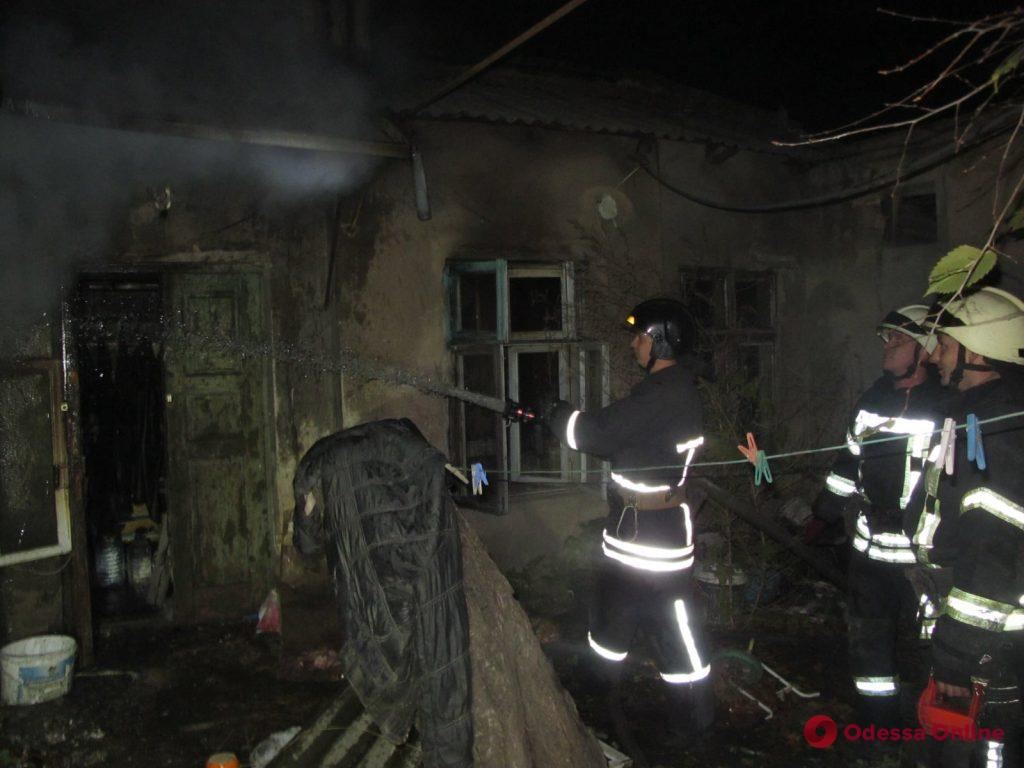 В Одессе горел частный дом: погибла женщина (фото)