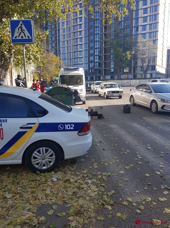 В Одессе на улице умер мужчина