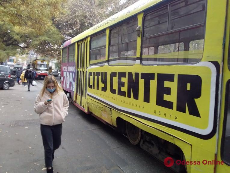 Автохам заблокировал движение трамваев возле «Привоза»