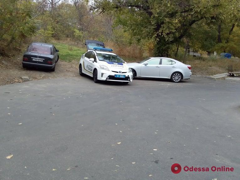 Одесса: на Вице-Адмирала Азарова эвакуируют авто за неправильную парковку (фото)