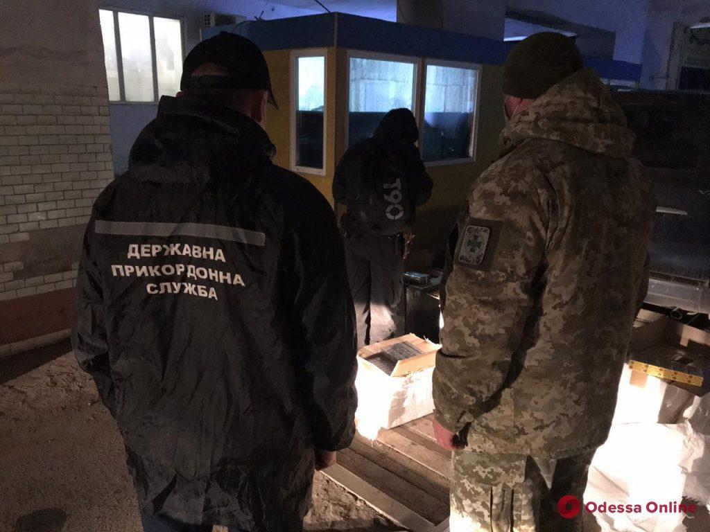 В Подольске пограничники остановили внедорожник, напичканный безакцизными сигаретами