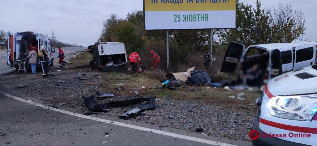 На трассе Одесса-Рени столкнулись два микроавтобуса – двое погибших, четверо пострадавших