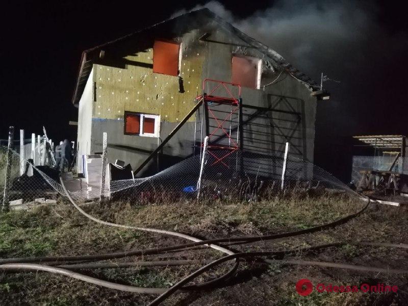 Под Одессой во время пожара сгорел двухэтажный дом