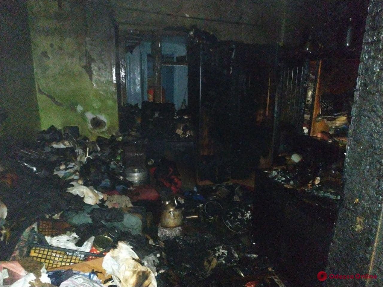 В Одесской области горел жилой дом: пострадала женщина (фото)