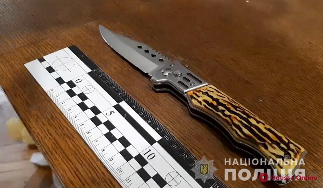 На Мечникова кавказец набросился с ножом на таксиста и угнал его автомобиль
