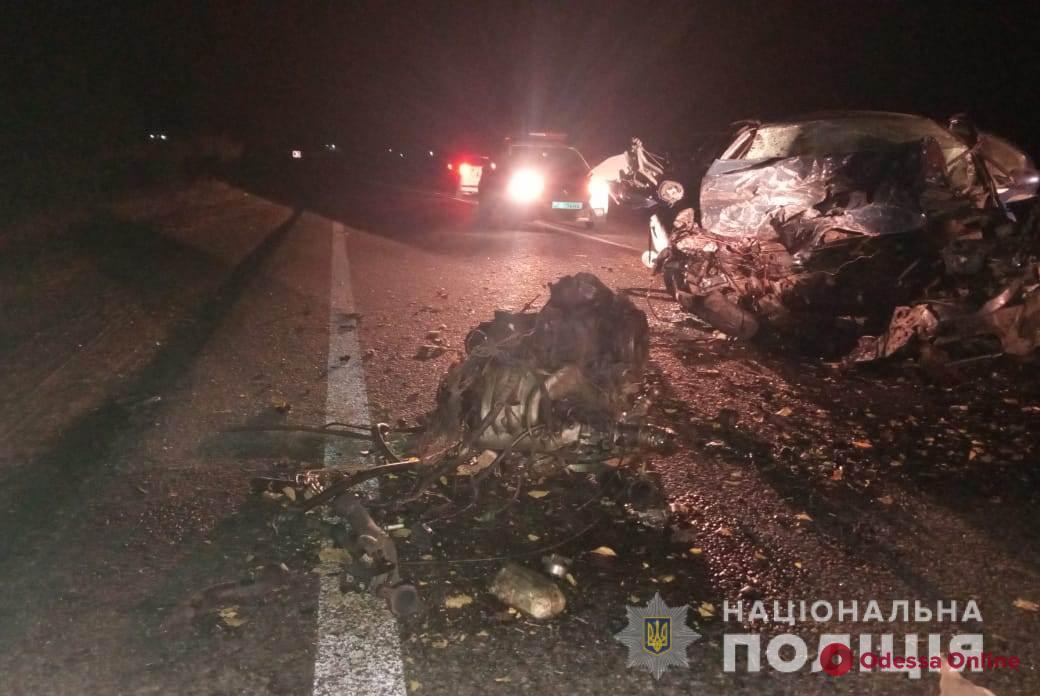 На трассе Одесса—Рени столкнулись Renault и Mercedes  – два человека погибли
