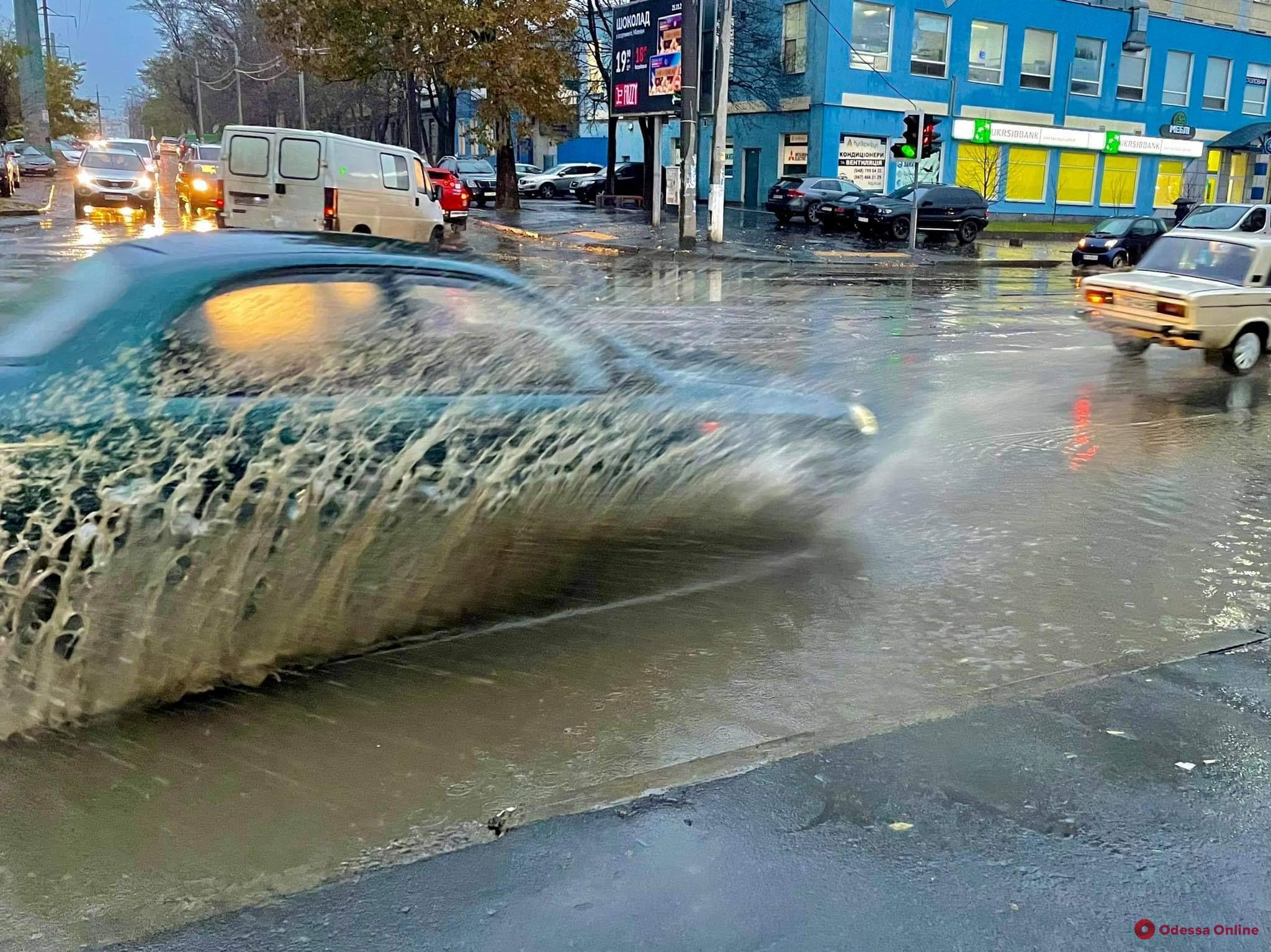 Сильный ветер и дождь: в Одессе и области объявили штормовое предупреждение