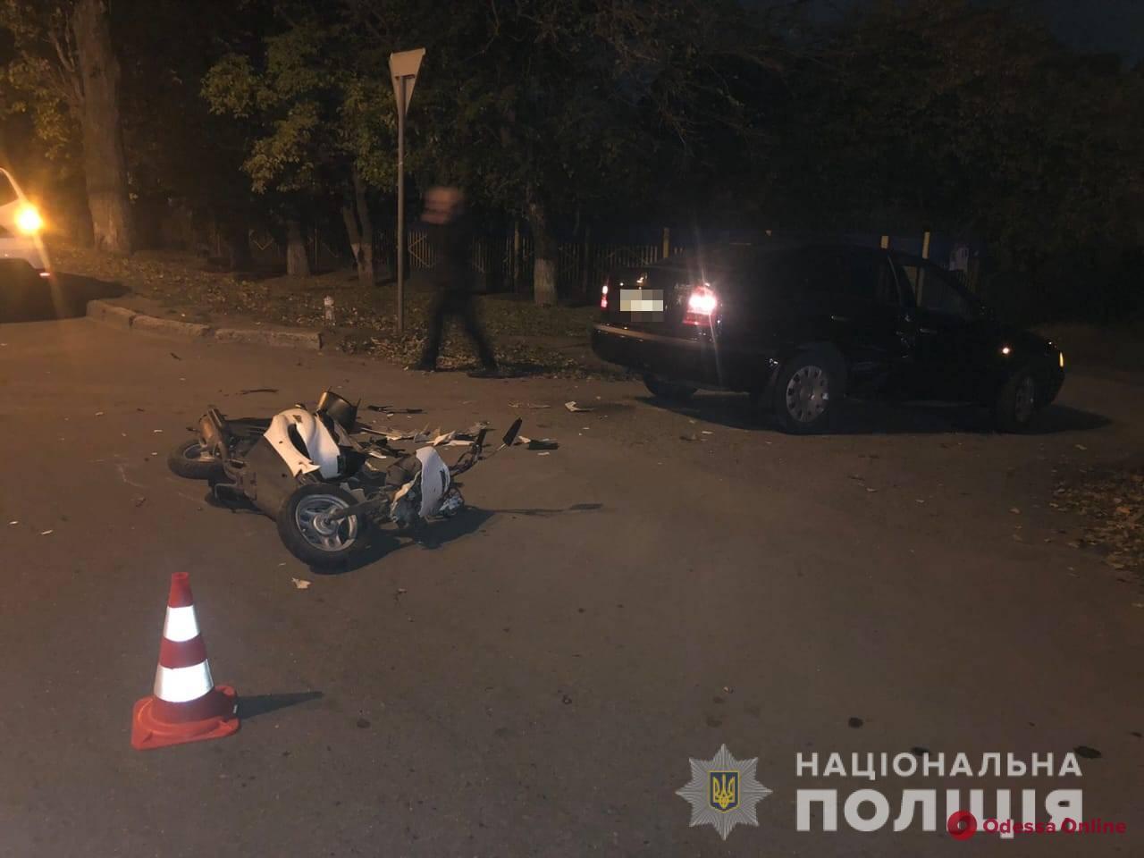 Под Одессой столкнулись мопед и легковушка: пострадали три человека (обновлено)