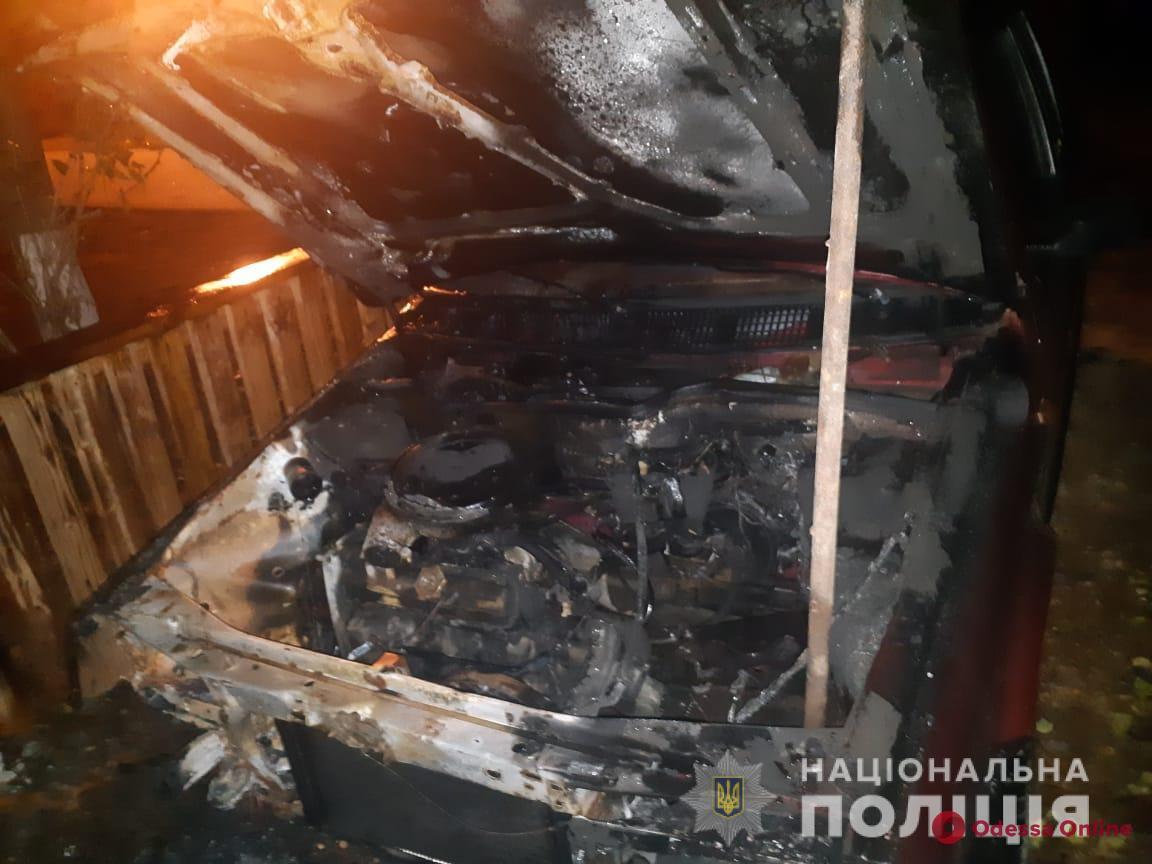 Жителю Одесской области ночью подожгли три авто