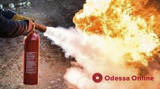 На проспекте Небесной Сотни загорелся кроссовер (видео)