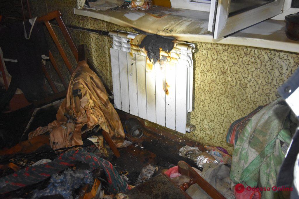 Во время пожара в пятиэтажке на Варненской погиб мужчина (обновлено)
