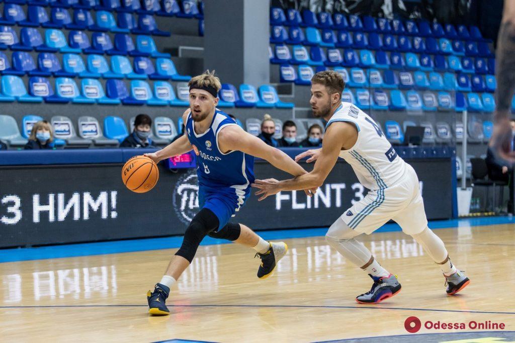 Баскетбол: «Одесса» проигрывает чемпиону, «Химик» прерывает неприятную серию