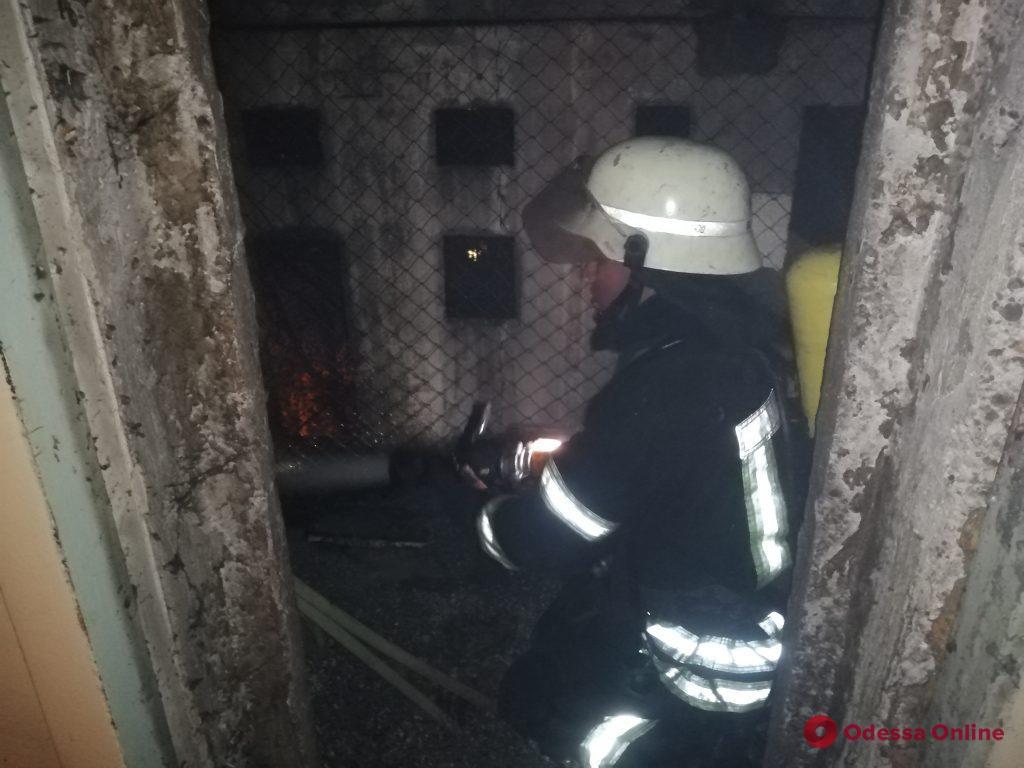 На Черемушках вспыхнул пожар в девятиэтажке