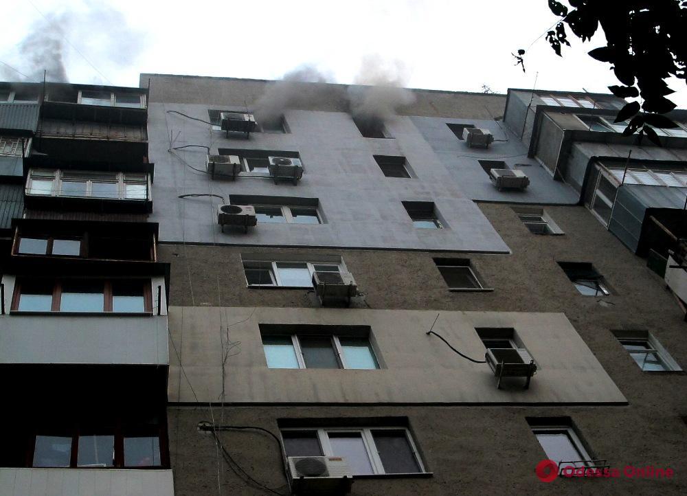 На Картамышевской тушили пожар в 10-этажном доме