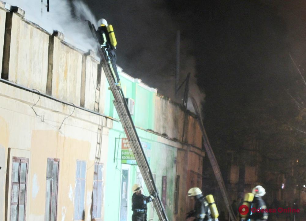 Спасатели ночью тушили крупный пожар на Малой Арнаутской