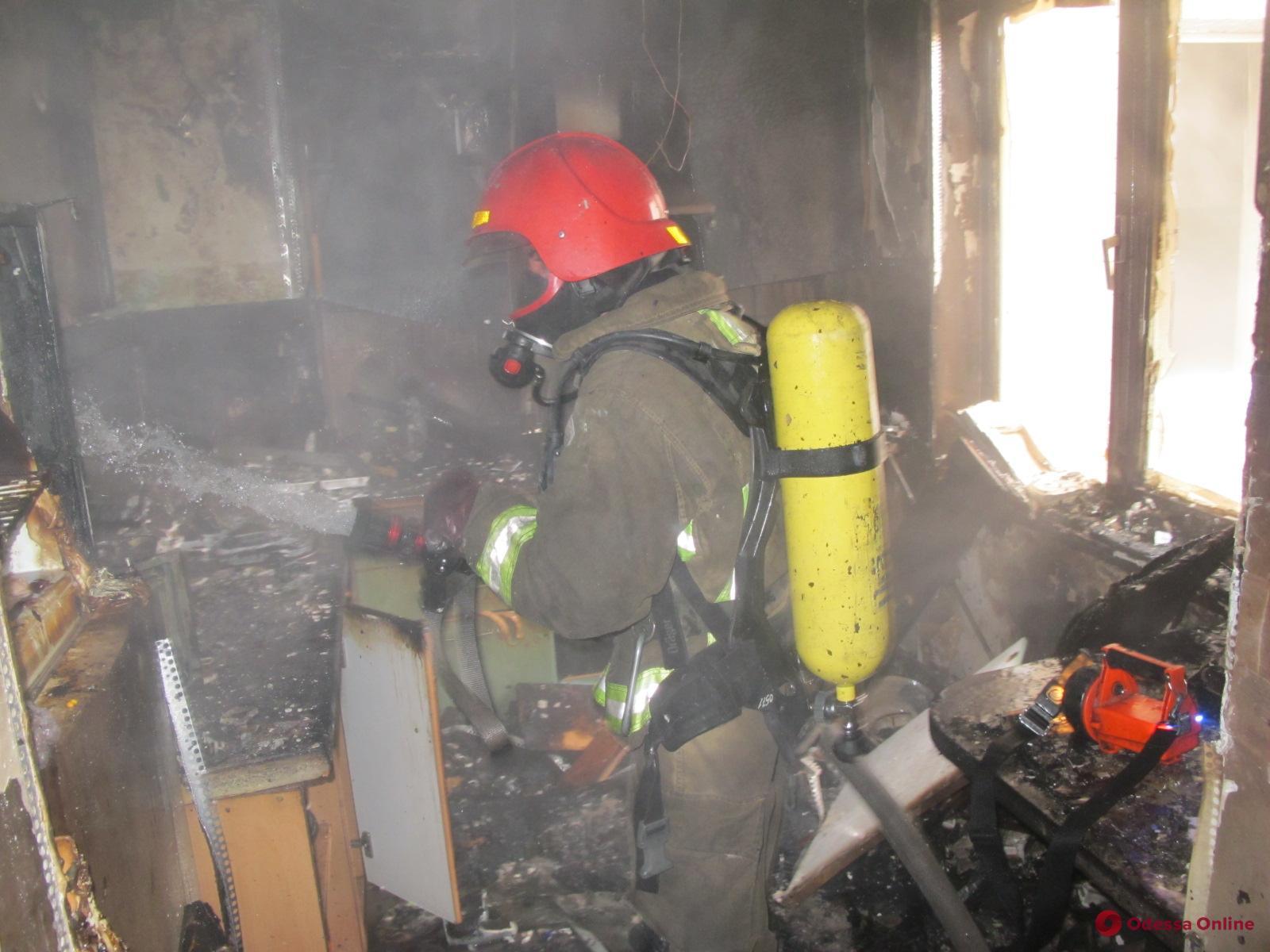 На поселке Котовского горела квартира в многоэтажке