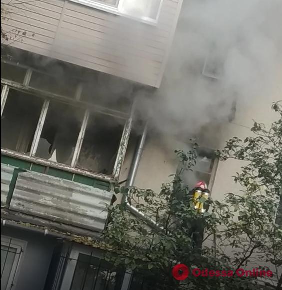 В пятиэтажном доме в Черноморске произошло задымление (видео, обновлено)