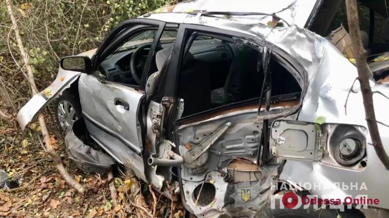 В Одесской области легковушка слетела в кювет и врезалась в столб — пассажир погиб, водитель скрылся
