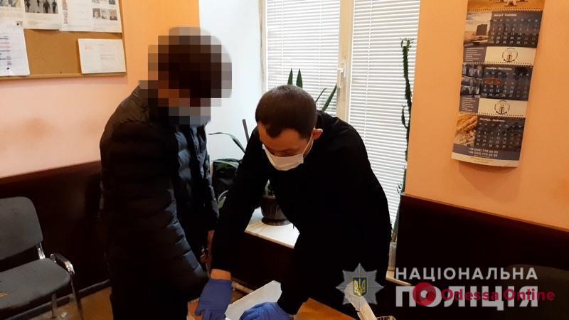 Нападали на посетителей ночных клубов: в Одессе задержали члена банды грабителей