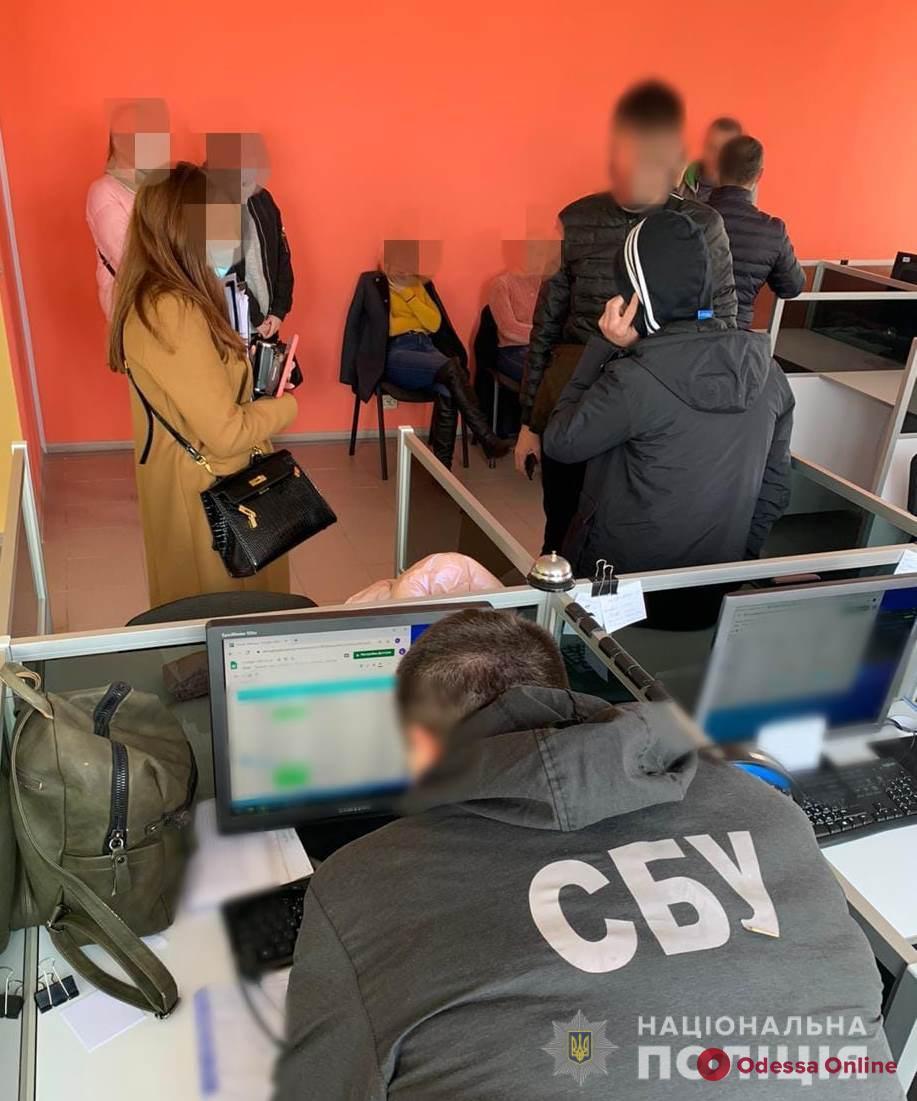 «Разводили» на деньги: в Одессе блокировали деятельность псевдоброкерского call-центра