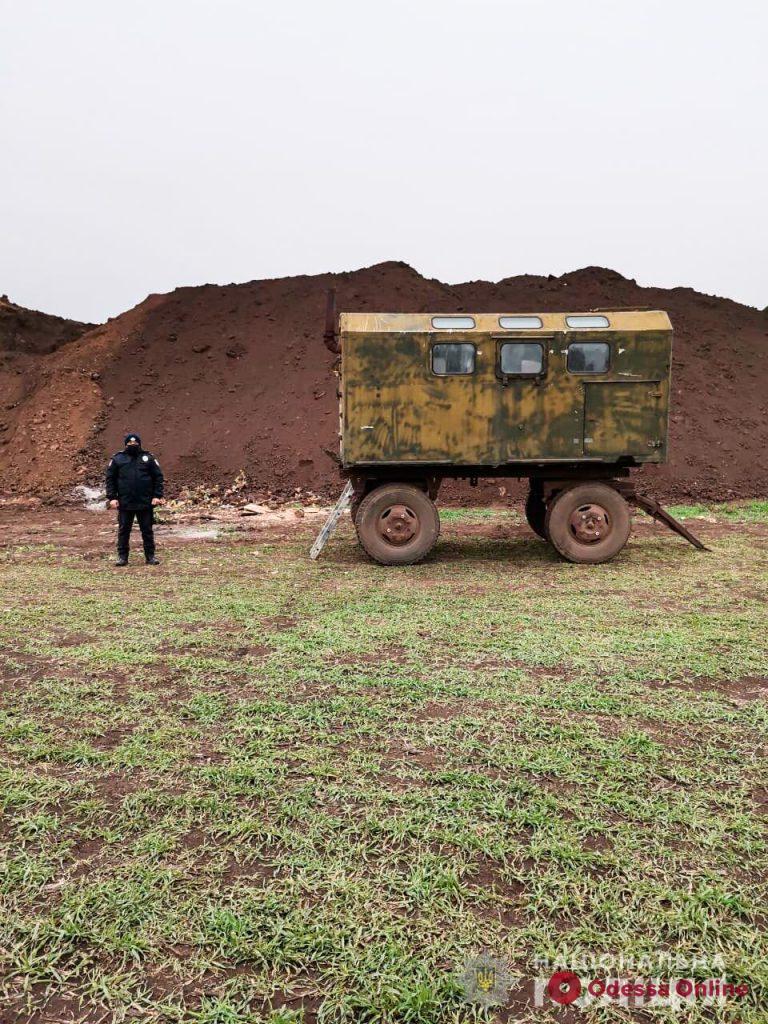 В Одессе николаевские полицейские провели обыск по делу об уничтожении древнего скифского кургана