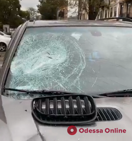В Одессе напали на активиста и разбили машину