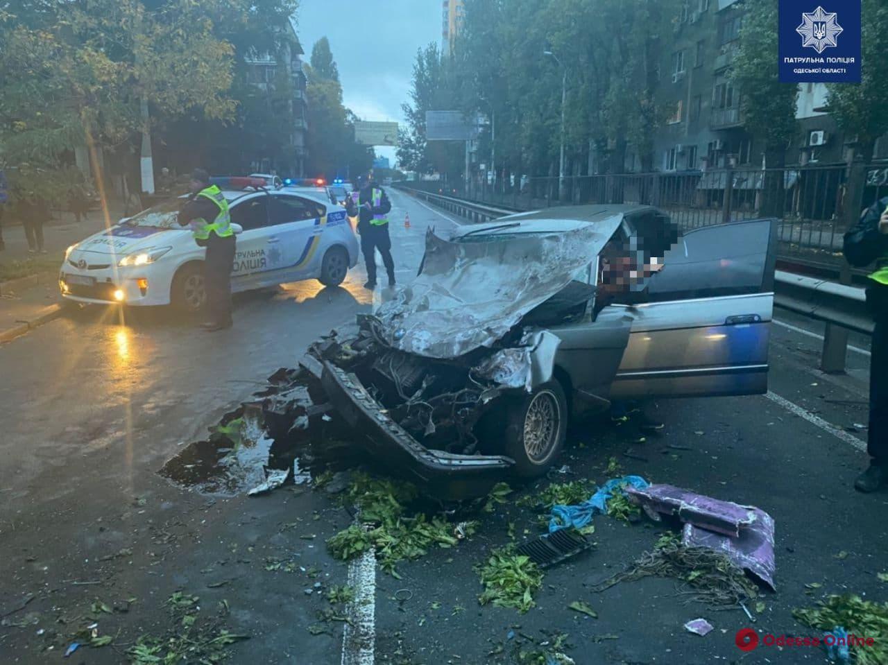 В центре Одессы мужчина угнал BMW и устроил жёсткое ДТП – есть пострадавшая