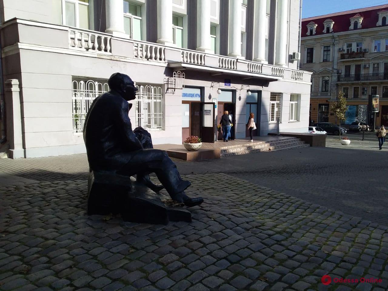 В центре Одессы «заминировали» школу (обновлено)