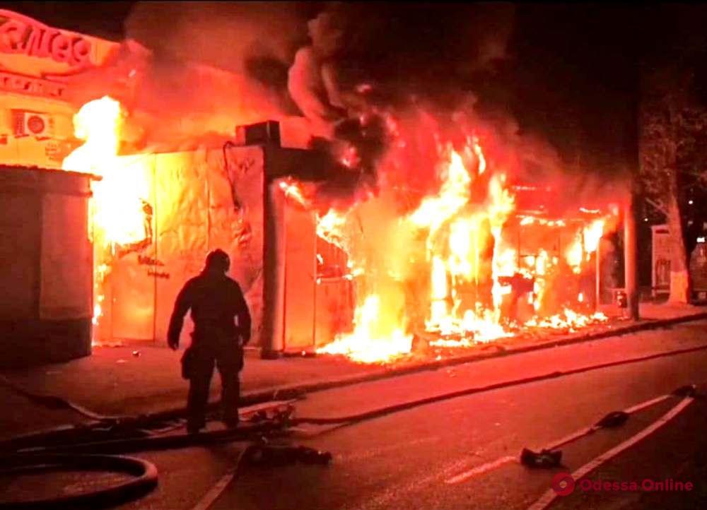 В Одессе на Филатова сгорела «Шаурма»