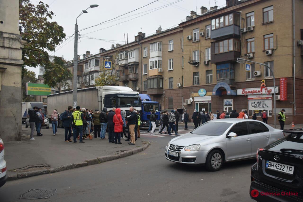 Среднефонтанскую перекрыли протестующие (фото, обновляется)