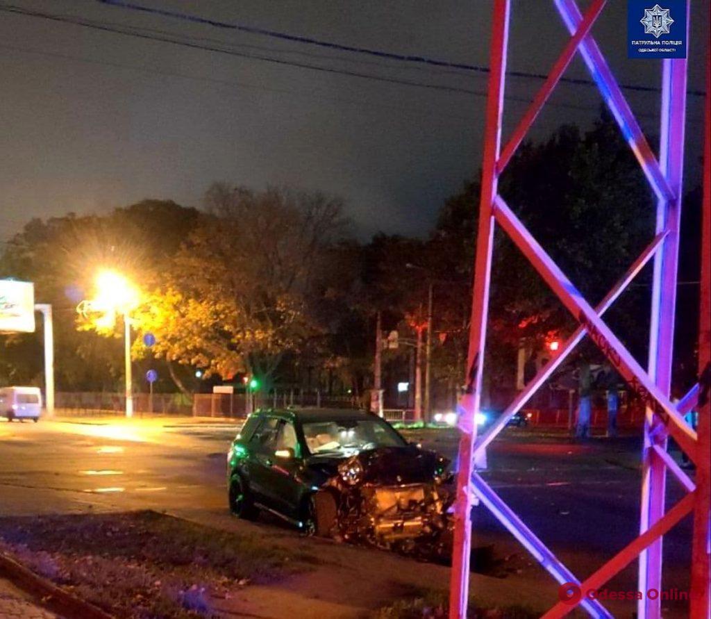 В Одессе ночью столкнулись Сhevrolet и Mercedes – одна погибшая и трое пострадавших (обновлено)