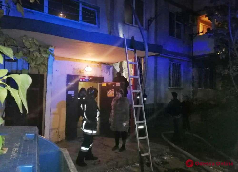 Из горящей квартиры на поселке Котовского спасли 74-летнюю женщину (фото)