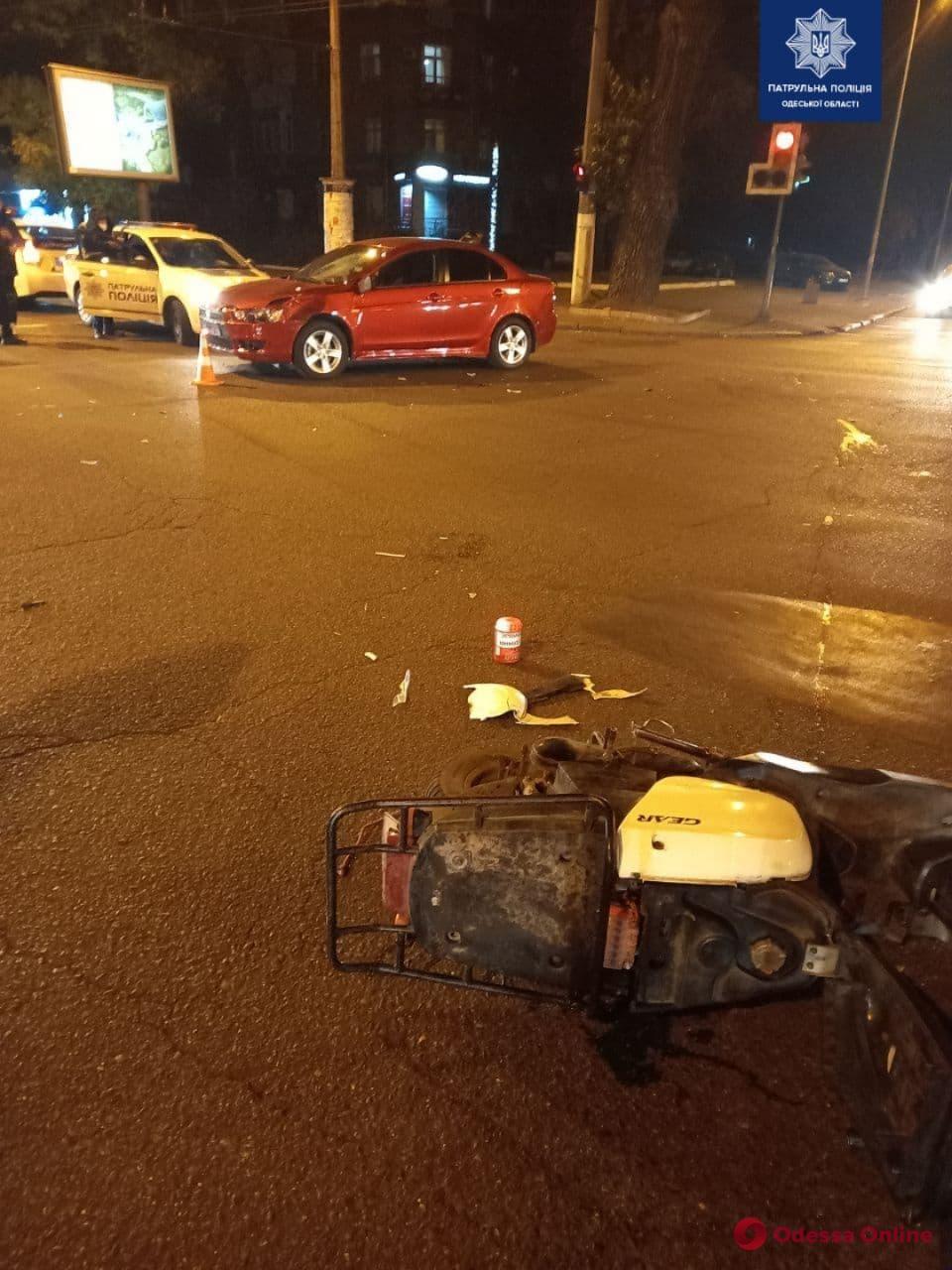 На проспекте Шевченко столкнулись легковушка и мопед
