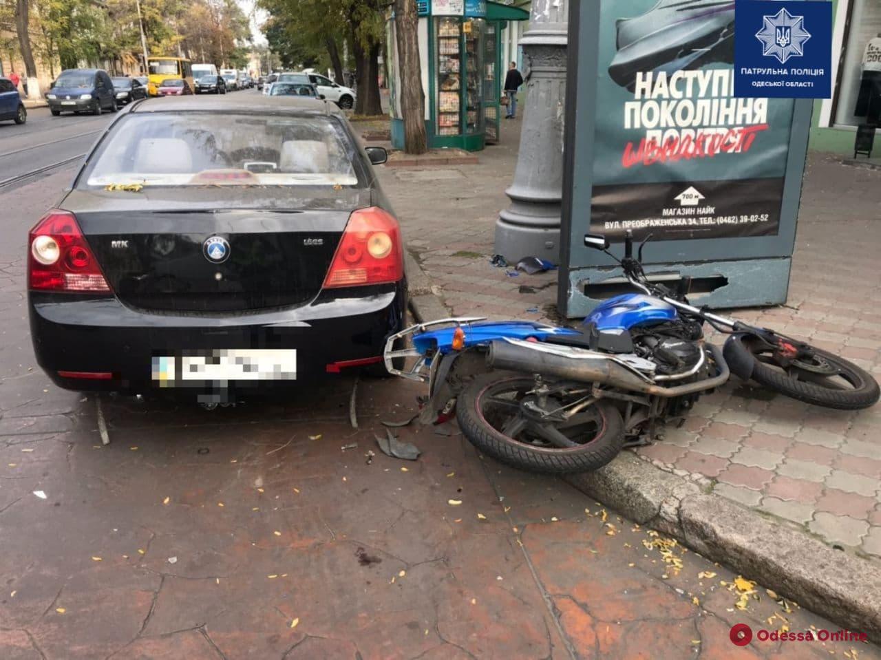 В центре Одессы в ДТП пострадал 24-летний мотоциклист
