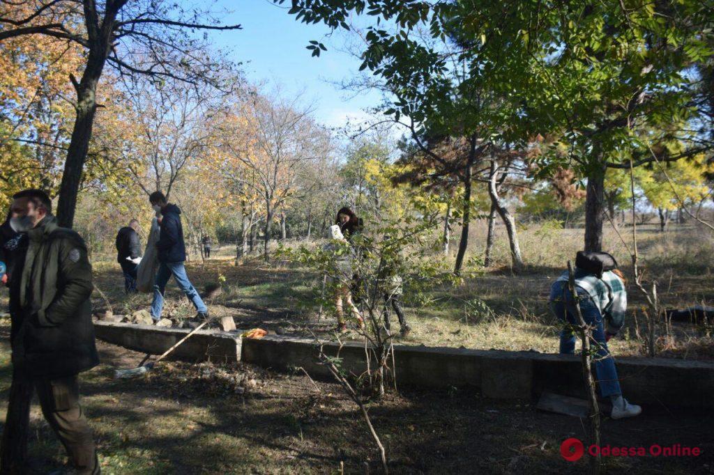 Одесситы провели субботник в парке «Юность»