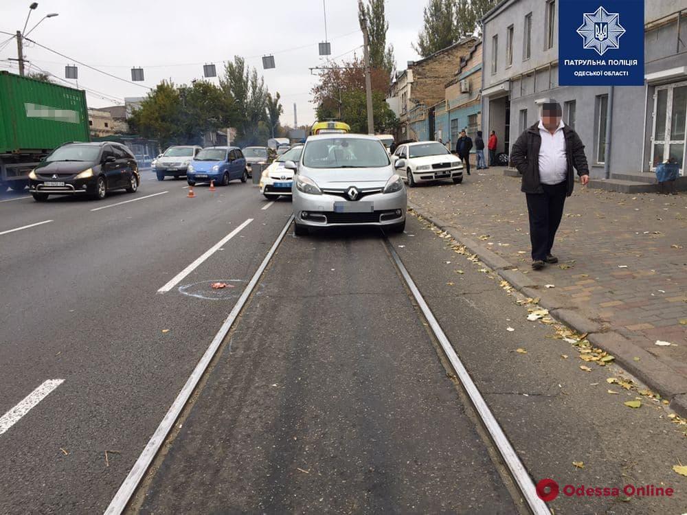 На Пересыпи Renault сбил мужчину
