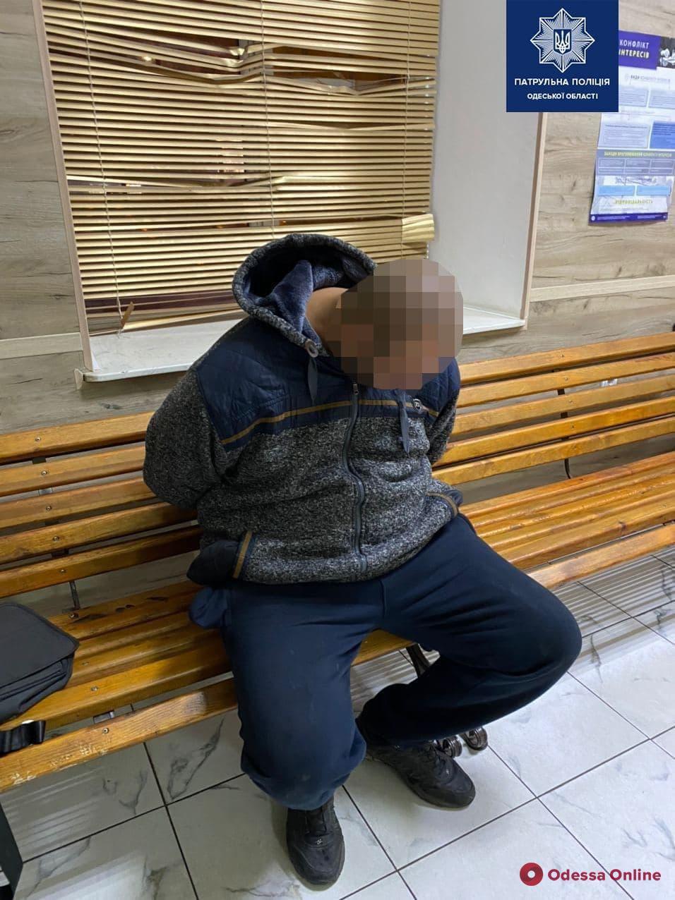 В Одессе полицейские поймали уличного грабителя