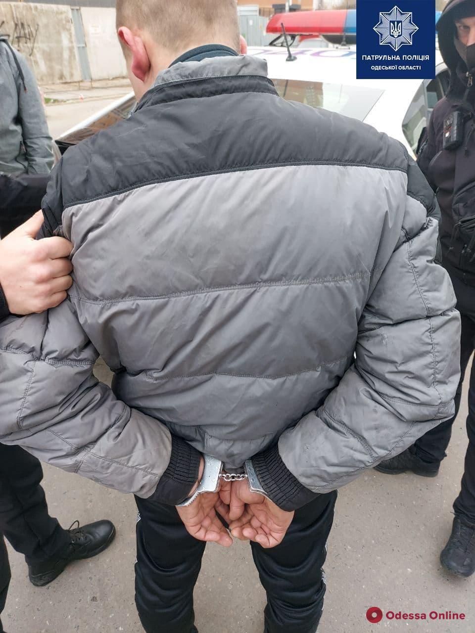 Охотились на женщин — в Одессе ловили грабителей на мопеде (фото)