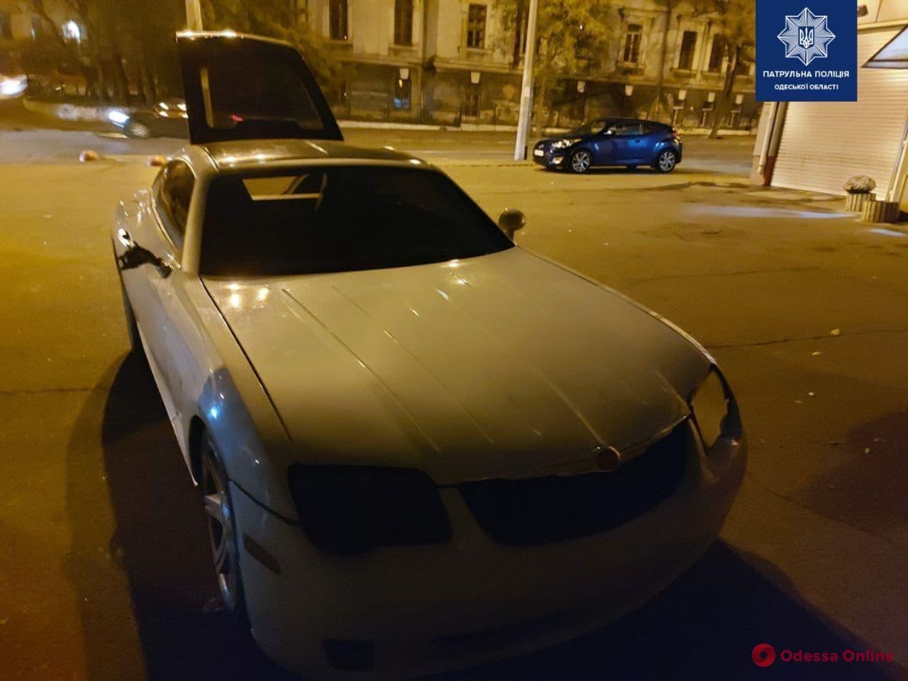 В Одессе Chrysler сбил 98-летнего мужчину и скрылся
