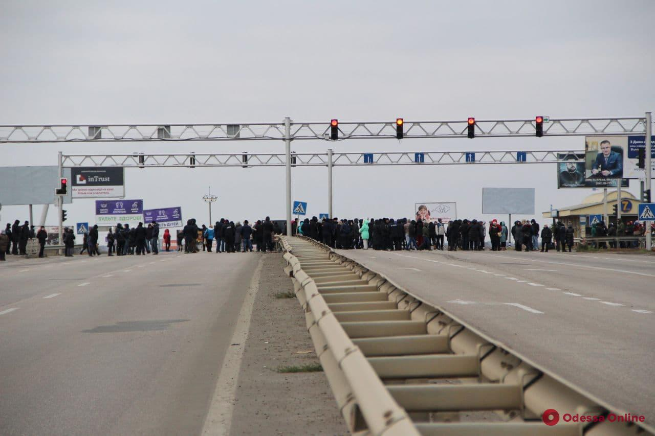 Предприниматели «7-го километра» перекрывают дорогу (фото, видео)